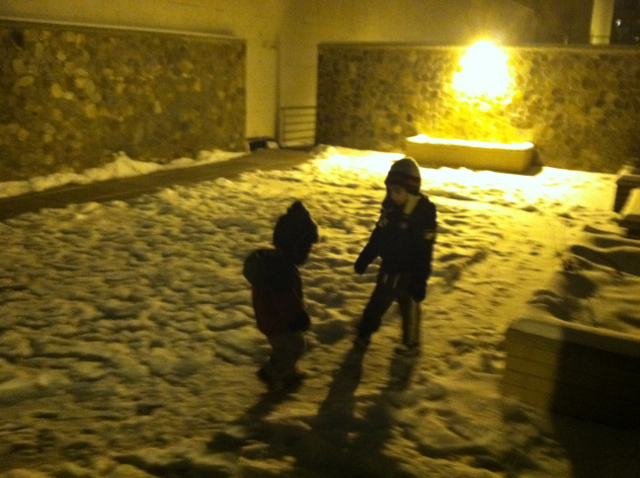 2012-01-22-EveningSnowPlay - 01