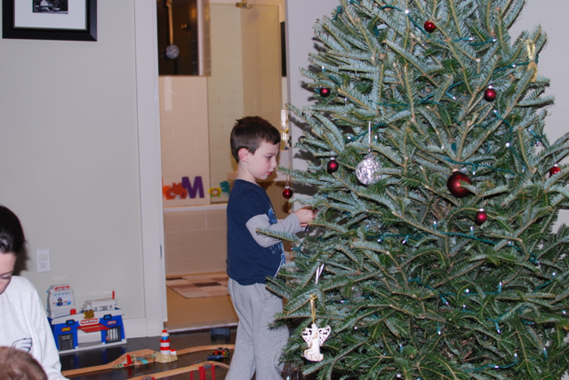 2012-12-02-DecoratingTheTree - 02