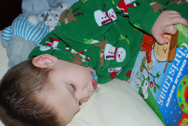 2012-12-13-ReadingWhileSleeping - 1